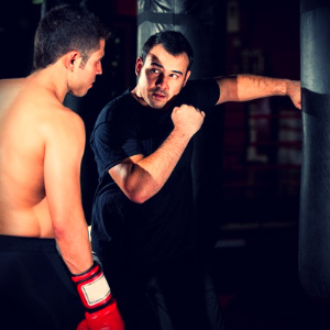тренировка единоборства боевые искусства тренер удары по груше киев